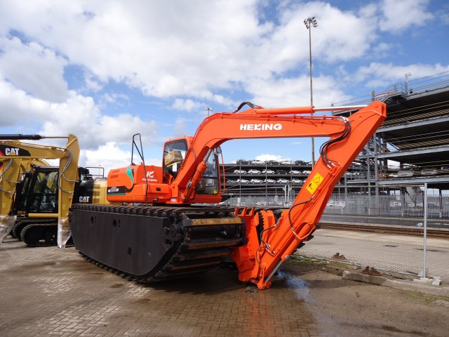 - New to the fleet an AMPHIBIOUS excavator weighing in at 15t it floats but is best suited to swamp and silt conditions and clear water upto 1.2m deep. It has a full range of extra options, lease phone for details.